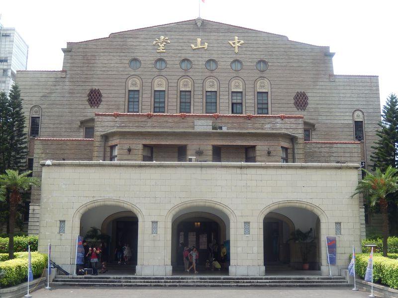 日本と台湾の歴史の舞台「中山堂」で憩いのカフェタイムはいかが?