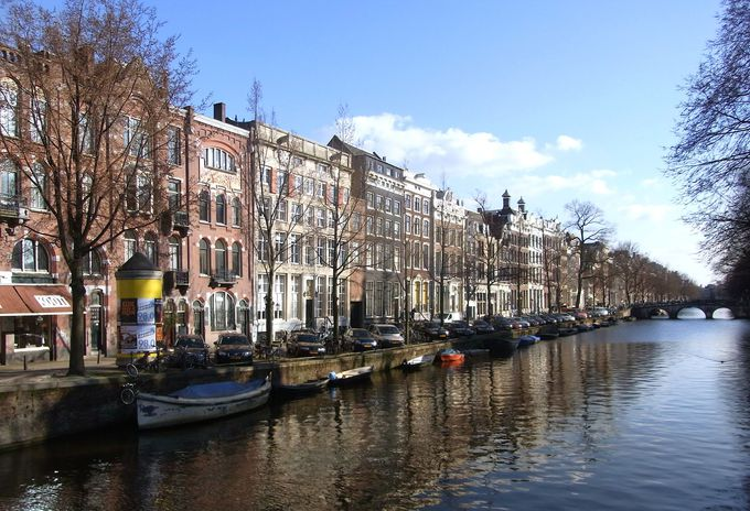 運河から街を眺める