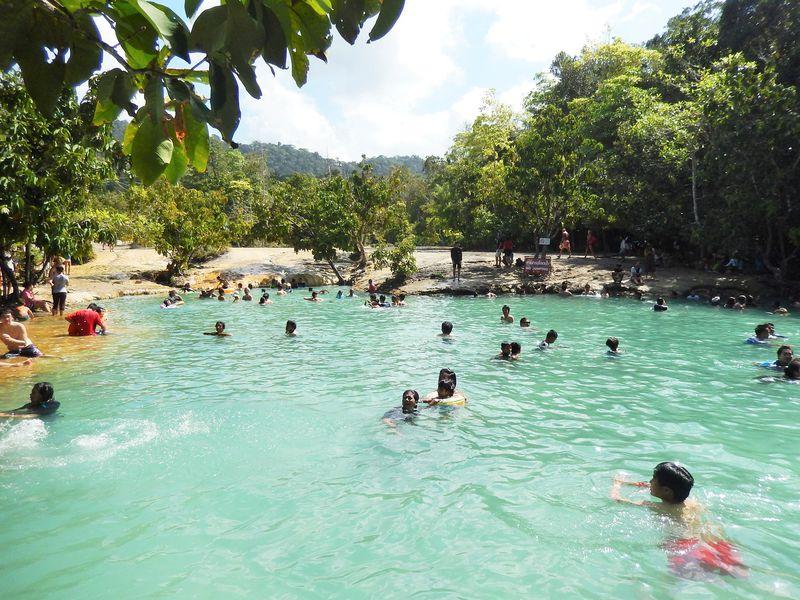 タイに温泉!?クラビの森にたたずむ天然露天風呂とエメラルドプールに大興奮!