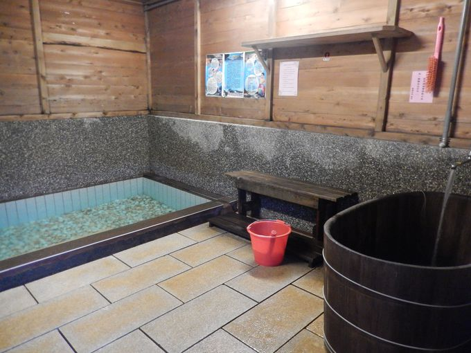 入浴は個室の三温暖風呂で