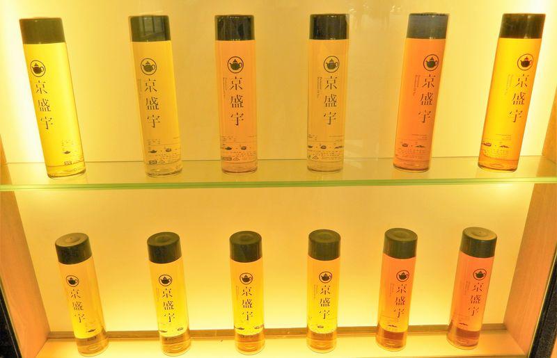 茶芸館のような台湾茶のドリンクスタンド「京盛宇」!旅の記念にキュートなボトルはいかが?!