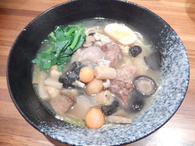 具材18種類のぜいたく麺『十八羅漢跳牆麵』