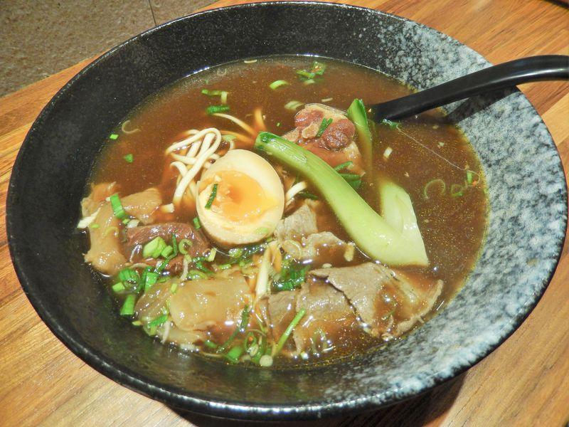 台湾の国民食に新旋風!試作3年「総裁牛肉麺」が満を持して登場