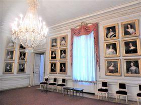 メルヘン王ルートヴィヒ2世の生誕地 ミュンヘン「ニンフェンブルグ宮殿」を彩る美人画ギャラリー