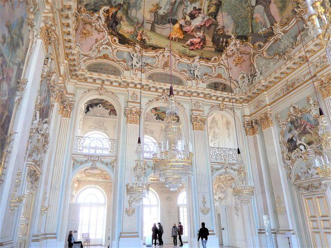 ロココ様式の壮麗な祝祭大ホール「シュタイナーザール」