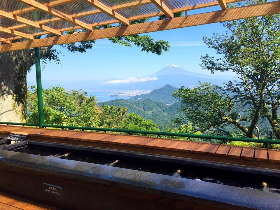 「富士見の足湯」でほっこりタイム