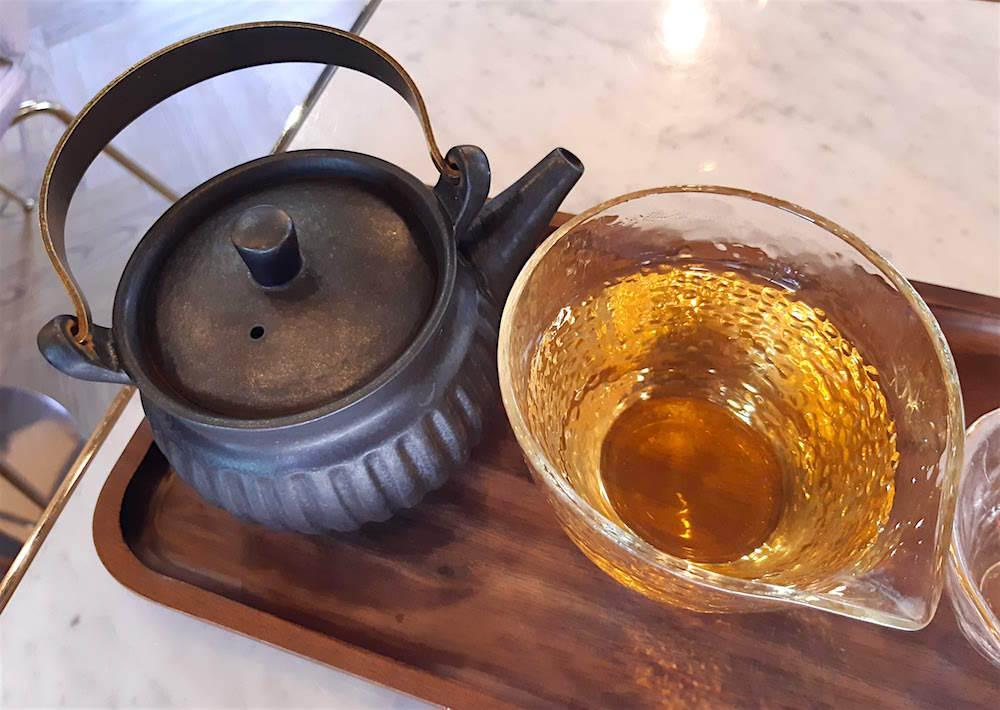 抹茶カステラとウーロン茶でほんのり