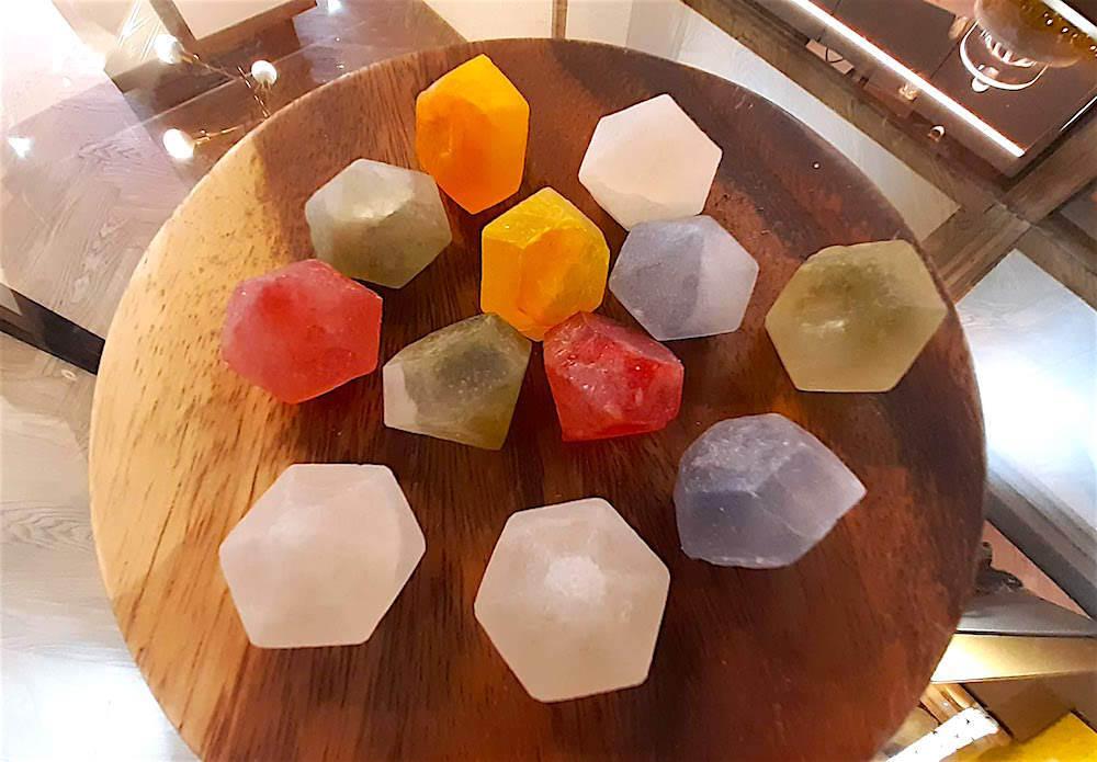 宝石のような琥珀糖