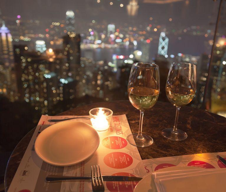 景色と共に食事を楽しもう。