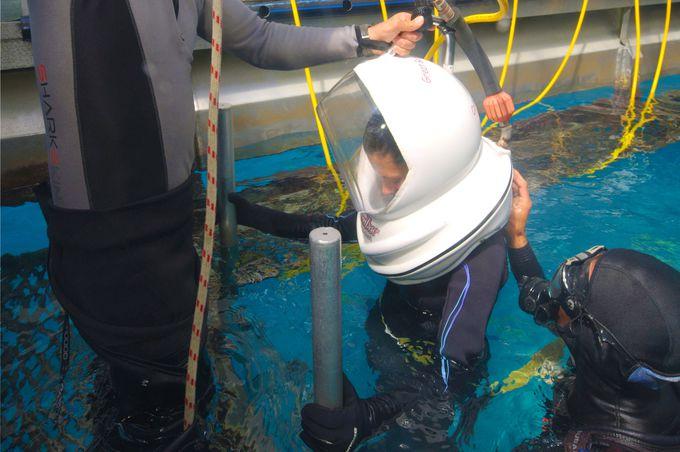 ヘルメットをかぶって海底へ