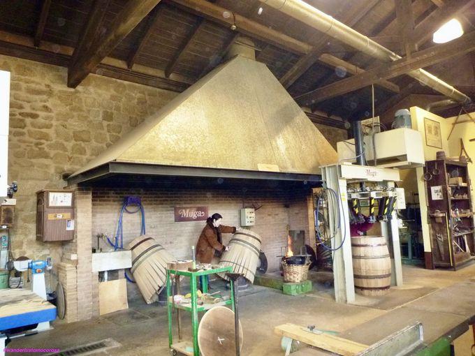専属の樽づくり師匠がいる、地元の人の太鼓判付きワイナリー「ムガ 」