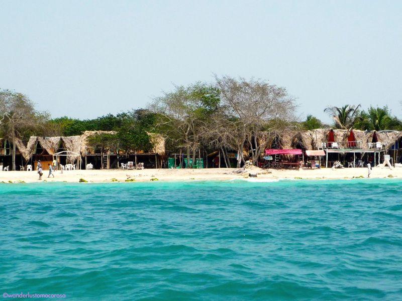 これがカリブ海!コロンビアの白砂ビーチ『プラヤ ブランカ』