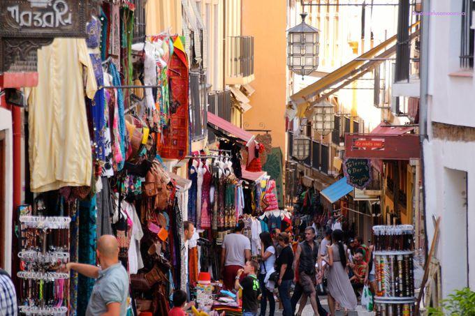 香りも光景も、スペインの中のアラブ。ケバブにミントティーにアラブ雑貨