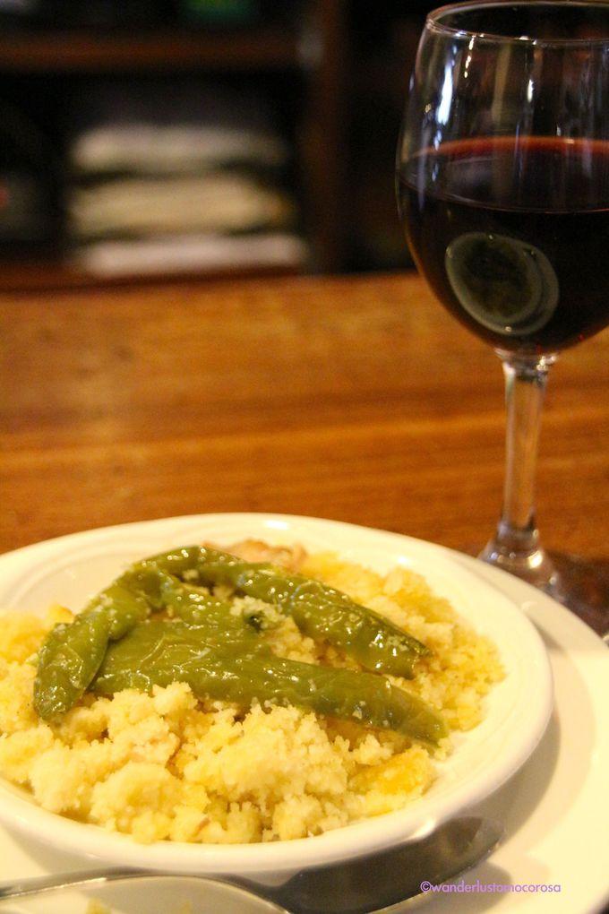 地元の名物料理をワインと味わってみて!