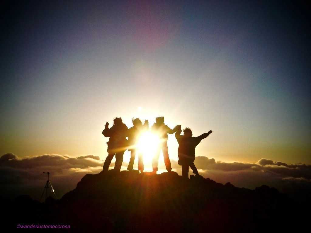 トレッキングは不要!3055メートルの山頂までドライブ&ご来光