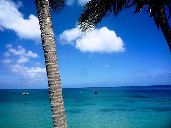 何種類もの青と緑が混ざった海は絶景を超えた景色!