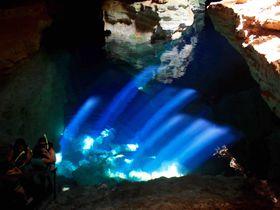 ブラジル「シャパーダ ジアマンチーナ」青の洞窟が地球の裏側にも!