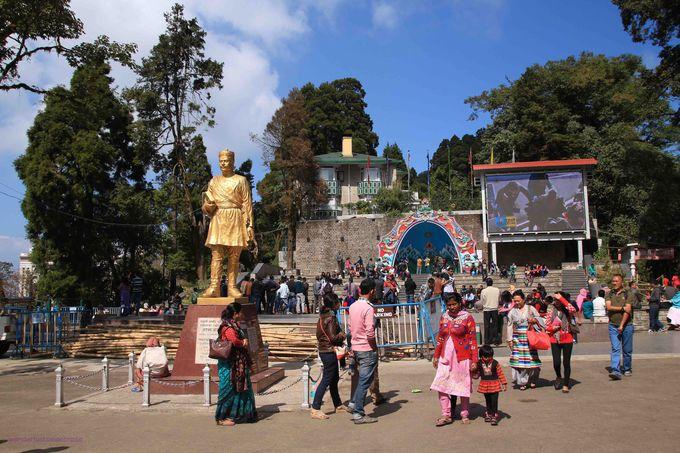 インド、イギリス、チベットが混在!ダージリンの街を散策しよう