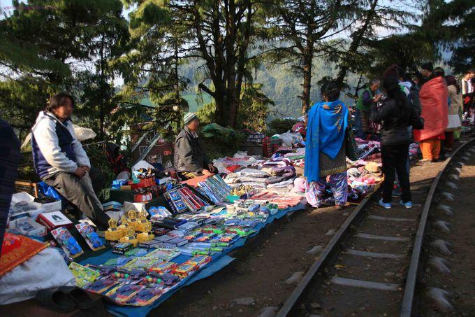 チベット仏教僧院と鉄道のループ線を訪れてみよう!