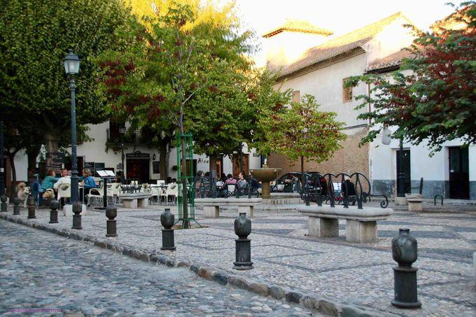 アルハンブラ宮殿が目の前に!展望台と地元の人の憩いの場