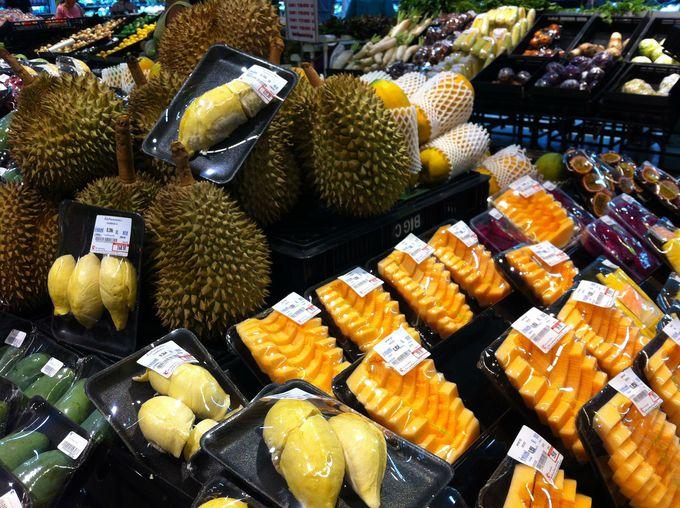 食料品も充実!タイ限定菓子に南国フルーツや惣菜まで