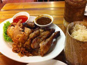 タイ人が通いつめる!肉汁滴るタイの焼き鳥「ガイヤーン」をバンコクで食す