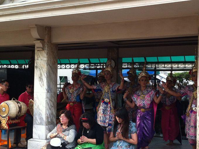 タイ伝統舞踊&音楽でお礼参り