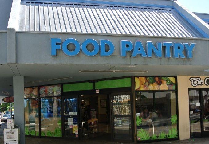 深夜まで営業!観光客にも愛されるスーパーマーケット