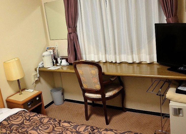 清潔感のあるシンプルな客室