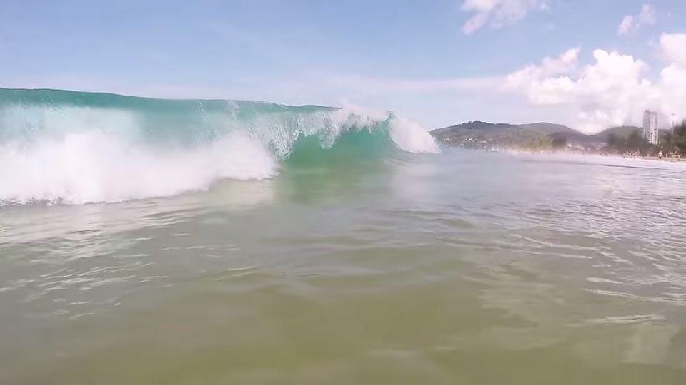 鳴き砂で有名「カロンビーチ」&波乗りにも最適「カタビーチ」