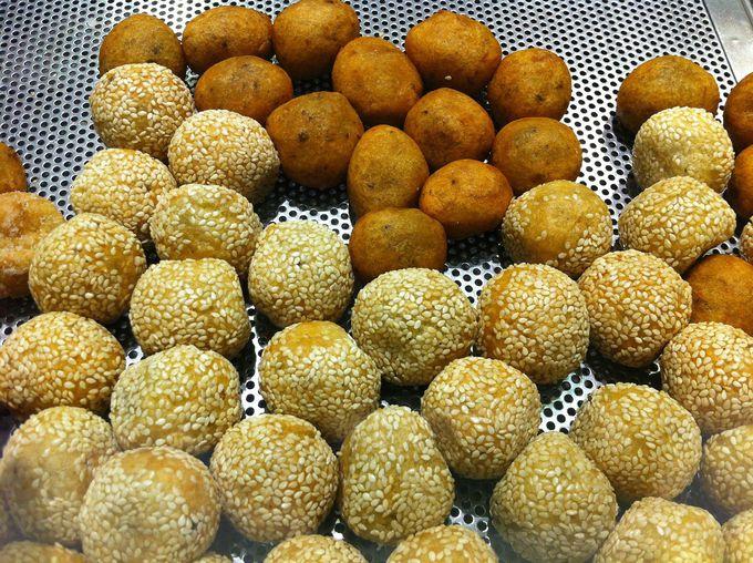 中はもっちもち!タイのドーナッツ「カノム・カイノックガター」
