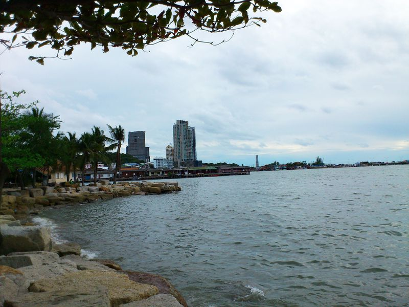 海辺の町シラチャは人気のタイ国内旅行先