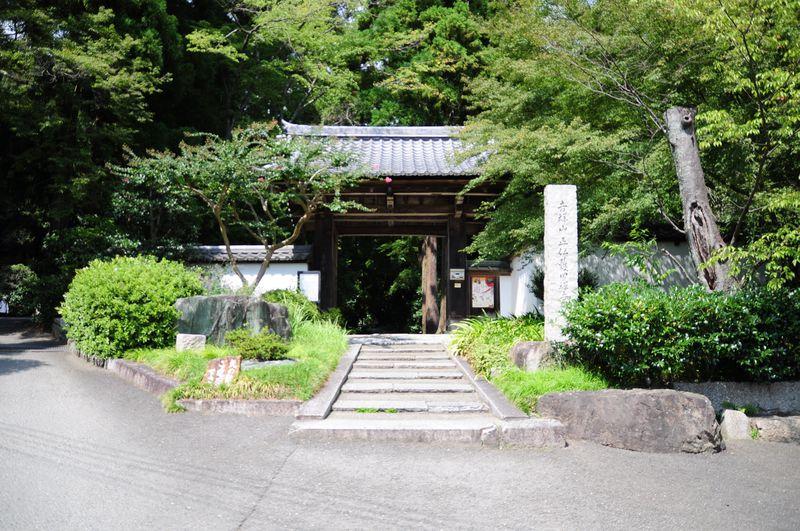 秘密にしておきたい京都の名刹、正伝寺本堂から比叡山を望む