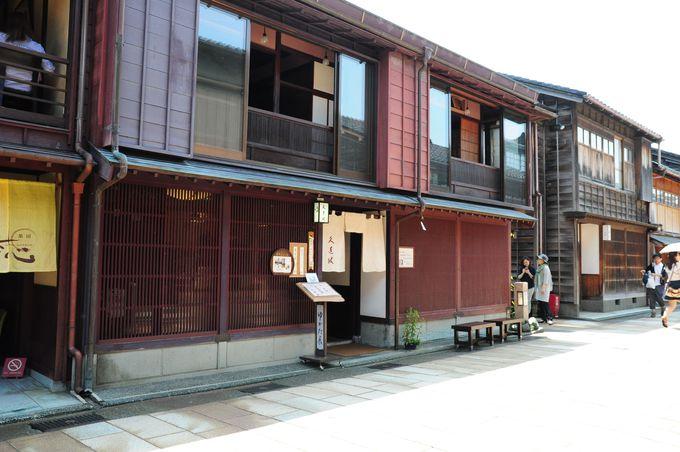 和菓子は、お茶と一緒に茶屋街で。