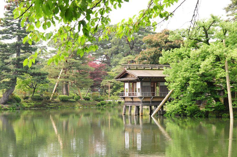 日本三名園のひとつ、金沢の兼六園と名建築・成巽閣へ