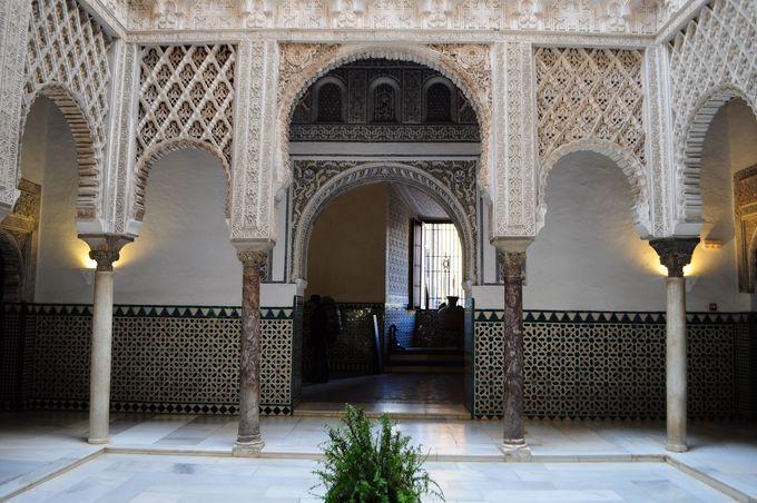 美しいイスラム建築に欠かせない中庭