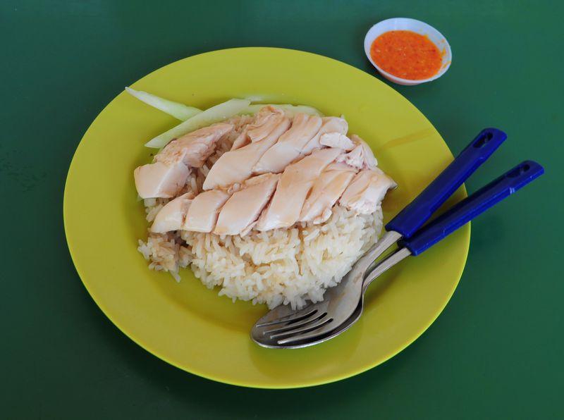 美味でコスパ最高!シンガポールの有名店、天天海南鶏飯へ!