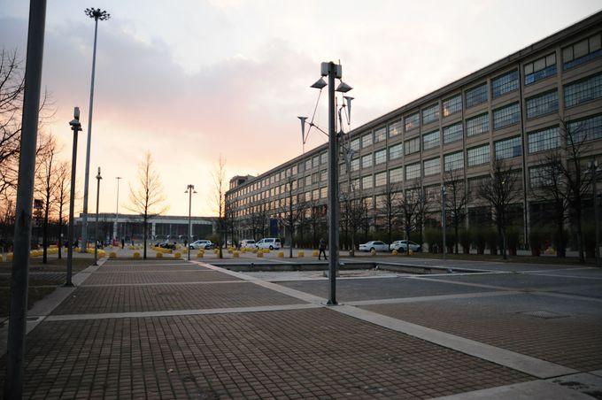 自動車工場から商業施設と変身した巨大建築!
