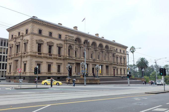 メルボルンの発展も学べる歴史的建造物、旧大蔵省ビルへ!