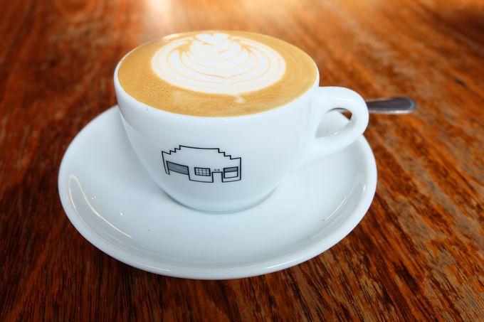 店舗を模ったイラストのカップがかわいいセントアリ