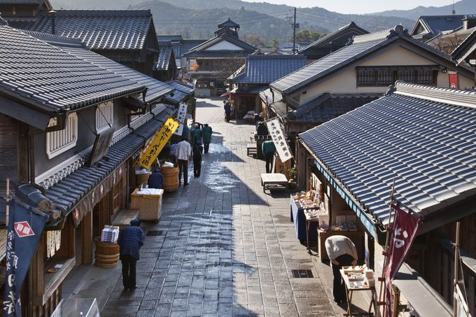 江戸から明治期の風情を再現した町並みからも目を外せない