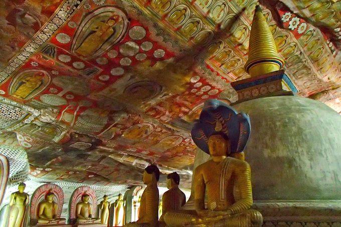 5つの岩窟内の圧倒的な宗教画に感じる宇宙