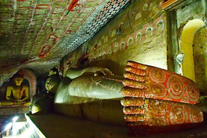 スリランカで最も保存状態の良い岩窟の壁画群