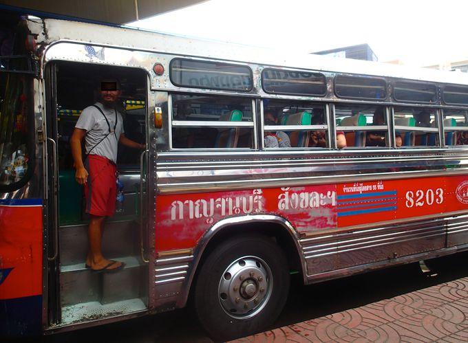 国立公園の間を走るバスに乗って