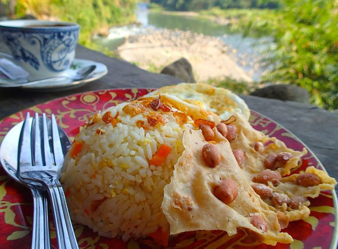 朝食はインドネシアのお母さんの味を