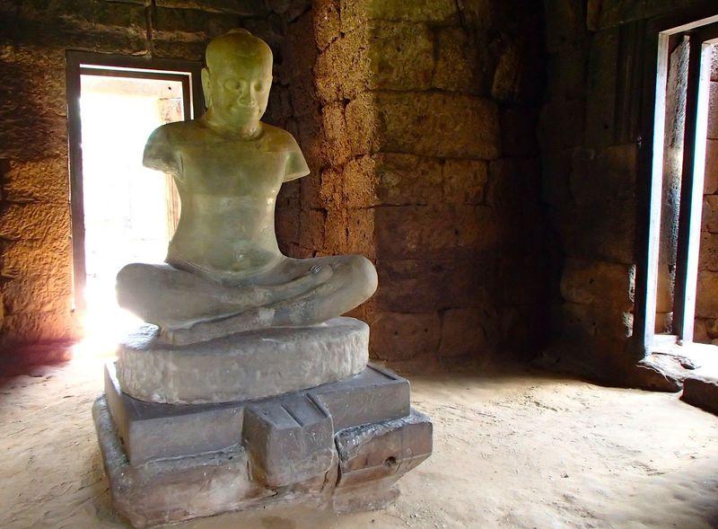 アンコールから続くクメール古道の終点。タイ「ピマーイ遺跡」