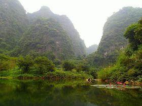 陸のハロン湾!2014年世界遺産に登録 ベトナム「チャンアン」で船の旅