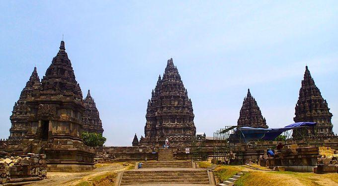 ヒンドゥー・ジャワ建築の最高傑作「プランバナン寺院」