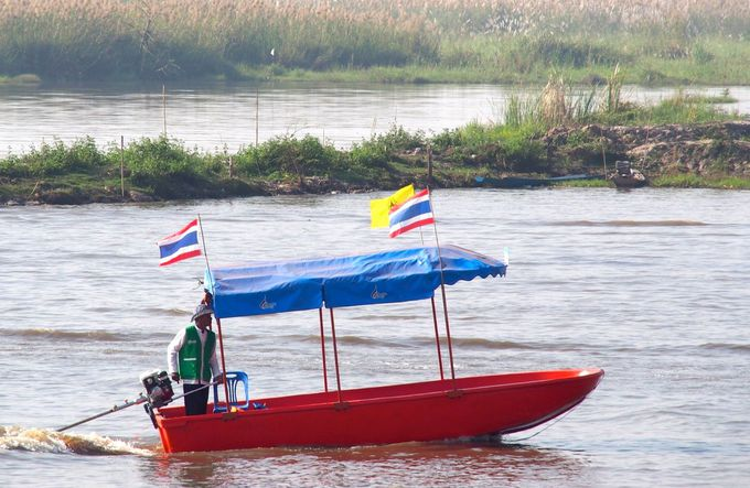 小さなボートに乗って目指すは「奇跡の絶景」