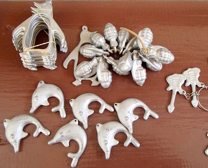 お土産にいかが?「ナーピア村」の爆弾から作った工芸品